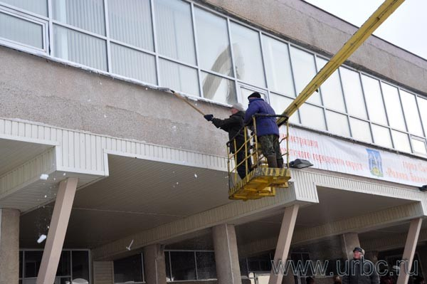 К приезду губернатора Свердловской области Александра Мишарина в Сысерти готовились до последнего