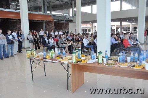 На встречу с владельцами «КомсоМОЛЛа» приехало несколько десятков представителей торговых сетей
