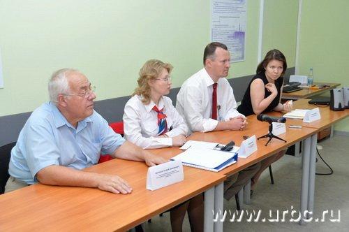 В пресс-конференции приняли участие екатеринбургская дирекция «АШАН», федеральные представители и защитник прав потребителей Андрей Артемьев
