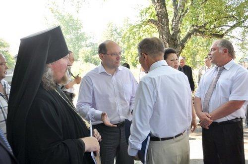 Местные батюшки и светские чиновники озвучивают свои первые просьбы