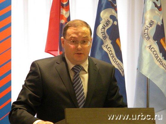 Заведующий кафедрой административного права УрГЮА Сергей Хазанов поддерживает идею отмены права госслужащих на подарки